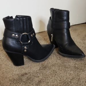 Fashion nova boots size 7